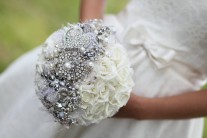 brooch-bridal-bouquet-with-tulle-pearls.original